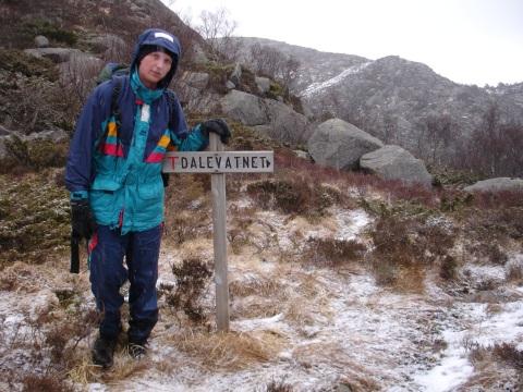 Jeg ved skiltet til Dalevatnet Påsken mars2008