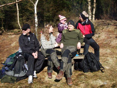 Far, Trude, Sofie, Lars og Mor pågrillplassen