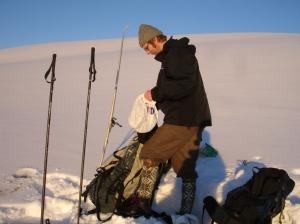 Martin pakker sammen etter middagen til fjells