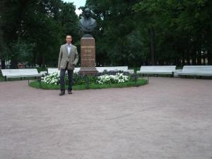 Jeg tar et bilde av meg selv ved siden av min favoritt - Den russiske (egentlige ukrainske) forfatteren Nikolaij Gogol