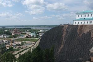 Utsikt fra vestvollen mot østvollen og elven Irtysj, Tobolsk, Russland.