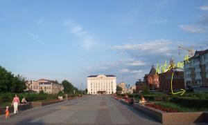 Denne parken som ligger noen få hundre meter syd for Hotell Sibir langs hovedveien, har både krigsminnesmerket og en liten internettsjappe.