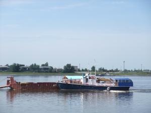 Denne fergen gikk i skytteltrafikk over elven Irtysj i Tobolsk (noen bro fantes ikke der), stort andre båter var ikke å se der