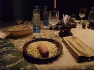 Slik ser det ut. Pølse og spaghetti til frokost i Russland.