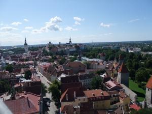 Utsikt mot gamlebyen fra St. Olavskirken i Tallinn, Estland