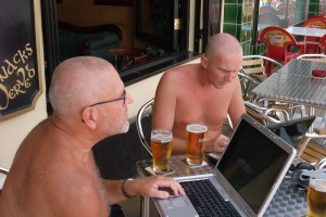Internett og øl. Og jeg og far.