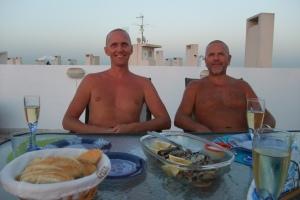 Far og jeg på takterassen før en bedre fiskemiddag
