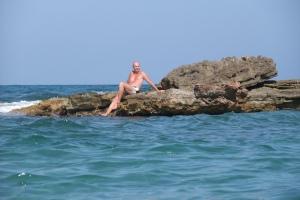 Jeg på en liten øy (på stranden Cala Capitan)