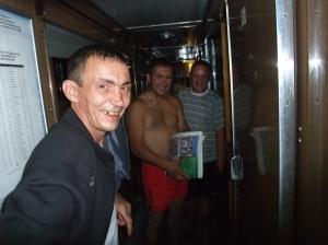 Tre russere på den transsibirske jernbanen, før ankomst Khabarovsk, lørdag kveld, 26. juli