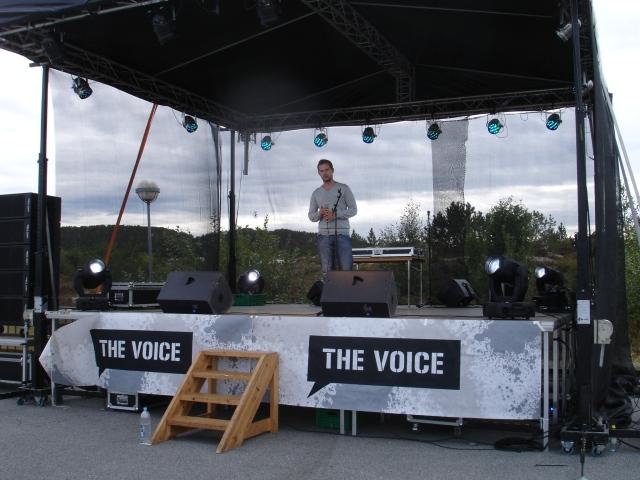 Tor Inge introduserer showet som skal komme. Man hadde en underforstått enighet om at det ikke ville bli nødvendig med scenevakter