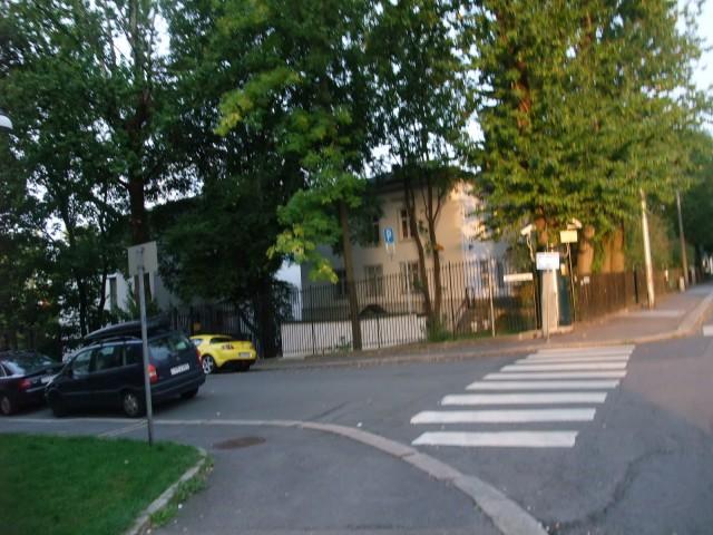 Sånn ser det ut når det ikke er kø ved den russiske ambassaden (egentlig konsulatet) i Oslo