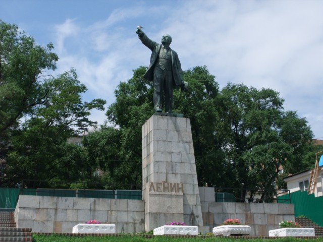 Byen kom sent under kontroll for de røde kommunistene. Kanskje er det derfor Lenin er ekstra engasjert her? Måken ser i hvert fall ikke ut til å la seg skremme...