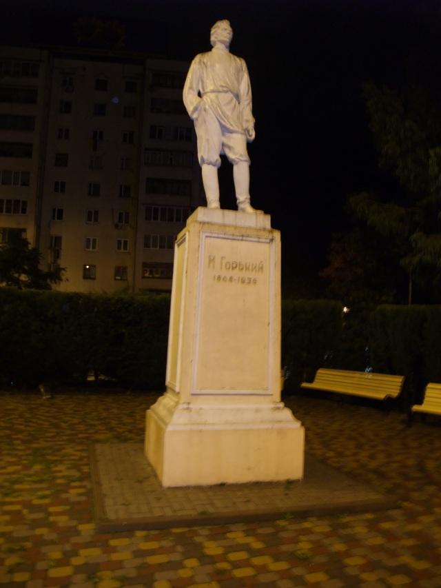 En statue av Gorkij står ved inngangen til Gorkij-gaten i Sotsji