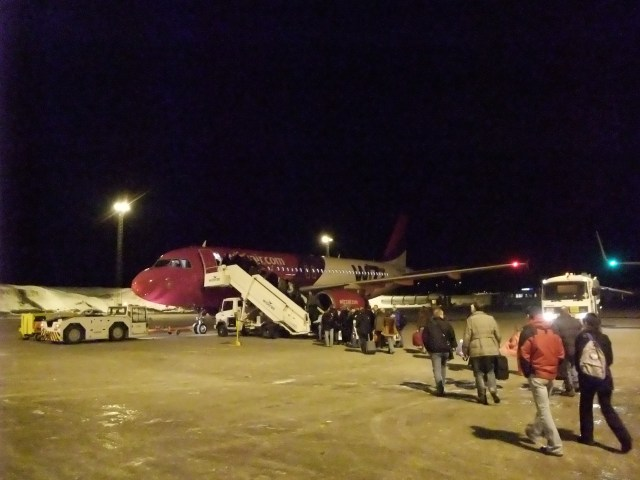 Flyet fra Wizz air på Sandefjord flyplass Torp før avreise Kiev
