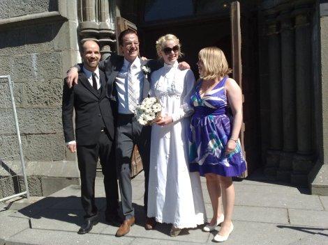 Erlend, Pål, Ingrid og Marte utenfor Ihlen kirke
