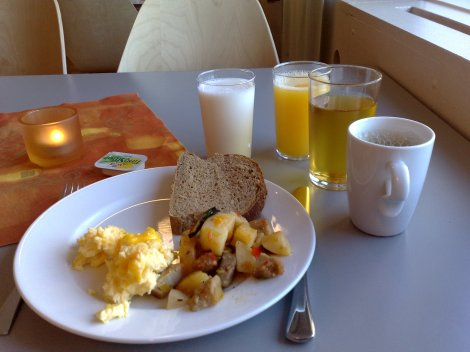 En liten, enkel varmrett til frokost på Nova hotell. Den smaker bedre enn den ser ut.
