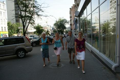 Familien lysig på tur feil vei i Kievs gater