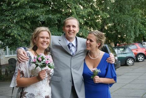 Her er vi alle sammen riktig så fine, gamlesøsknene, før storebror gifter seg.