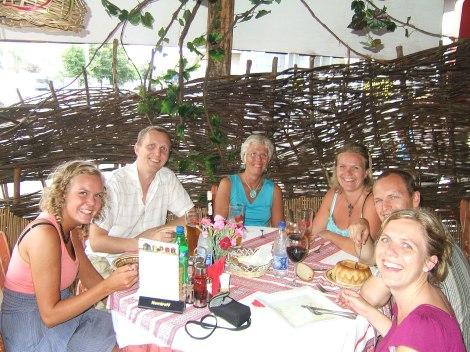 Her er vi alle sammen på Hatinka restaurant i Kiev,  tenk det, tenk det