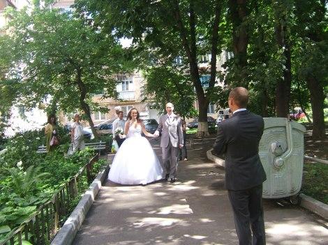 Brudeparet forlater leiligheten