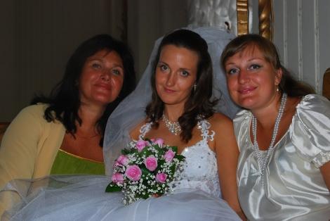 Olia med sin lille familie, mor og søster.