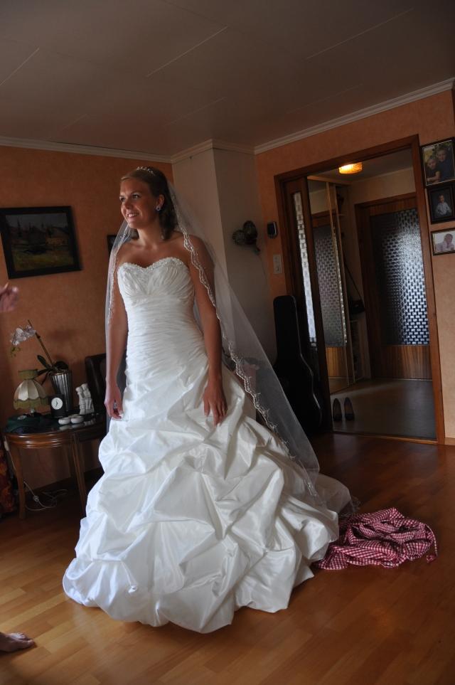 Brud, brudekjole