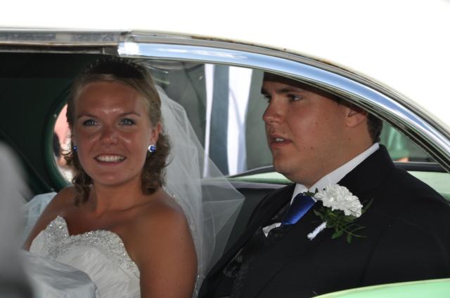Brudeparet i bilen