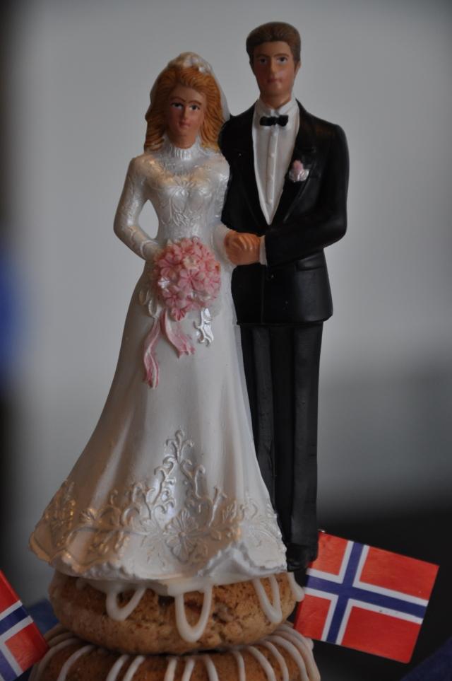 Brudepar kransekake
