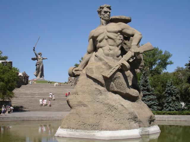 Mamaja Kurgan, Stalingrad, Volgograd, Sovjetiske minnesmerker