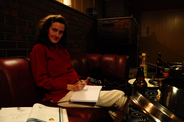 Selv på nyttårsaften, leeenge før en eventuell eksamen, leser Olia på ingeniørstudiet.