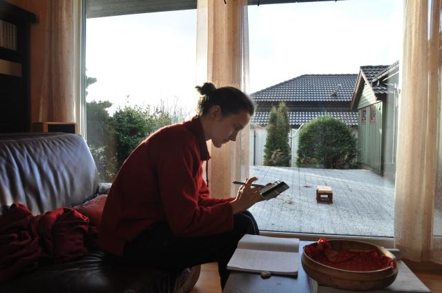 Første nyttårsdag, og Olia er straks i gang med lesingen til eksamen laangt frem i tid.