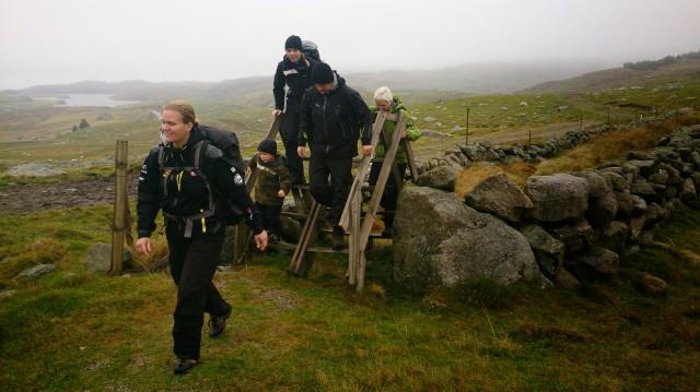 Det var mange slike trappestiger å klatre over gjerder til.