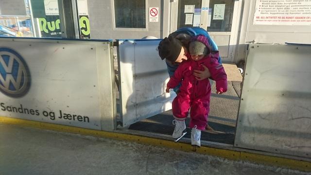 Babmi! Jærhagen, Barn på skøyter