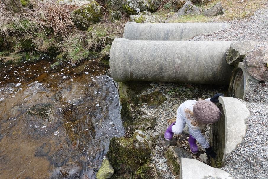 Rør, Vann i rør, Barn og lek, Barn og vann, Melsvatn, Bekk